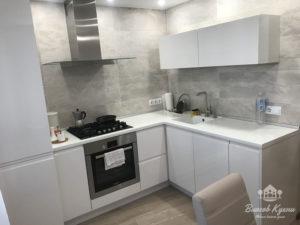 Угловая кухня в Минске из глянцевой эмали